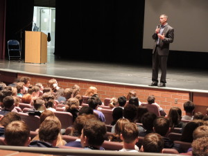 Clarkston High School Principal Gary Kaul starts a discussion with students about use of new technology. Photo by Phil Custodio